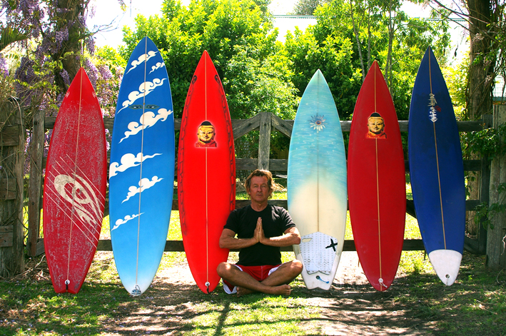 albe-praying-for-surf-with-quiver